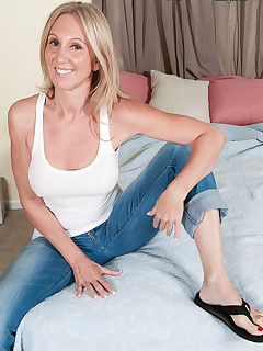 Mature Jeans Pictures